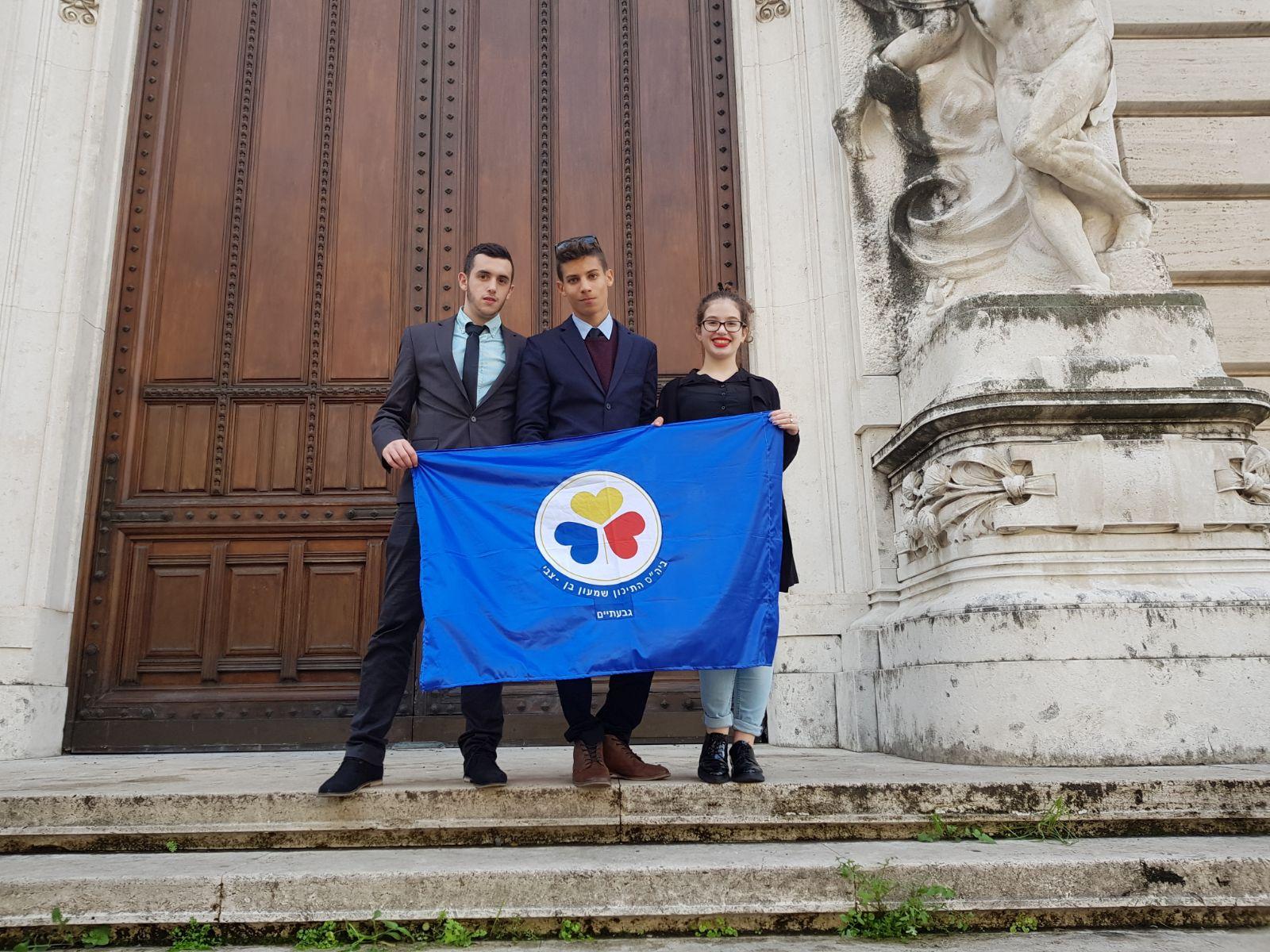 גלריית שגרירים צעירים