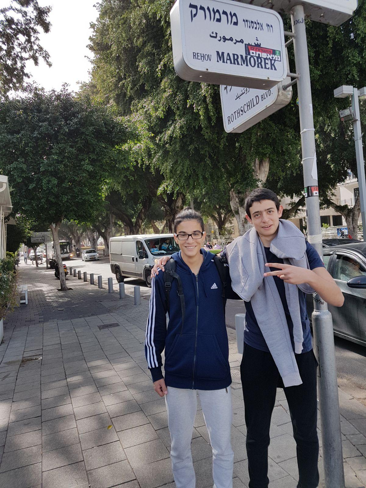 שכבת י' במשחק משימות בהיכל העצמאות בתל-אביב